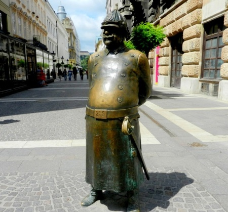 polis heykeli budapest