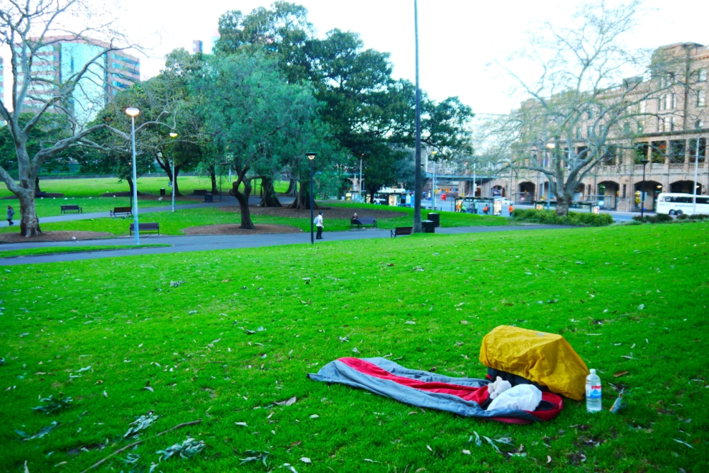 03-sleeping-in-park-sydney